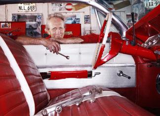 Proud auto industry jobs holder